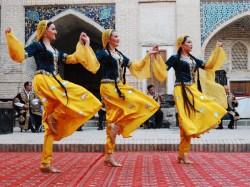 Uzbek dancers