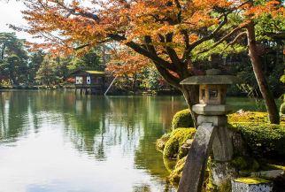 The iconic Kotoji-toro in Kenroku-en Garden, Kanazawa