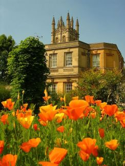Magdalen Great_ Tower from the Oxford Botanic Gardens. Image Wikimedia Commons-2