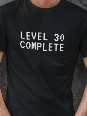 Level complete 30 izberi letnico majica