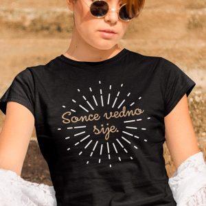 Sonce vedno sije, svetlobna majica