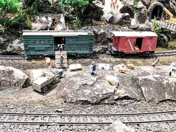trens mini mundo