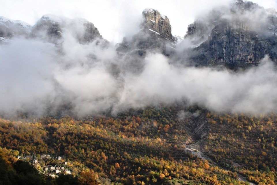 Vertical village in the Zagori, nestled on a hillside. Image courtesy www.geozagori.gr