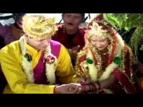 शादी मे स्यालियो की गाली – Garhwali Marriage Video Song