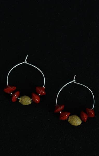 Madatjula Robyn Yunupiŋu, Earrings, Silver and seed beads, 2017