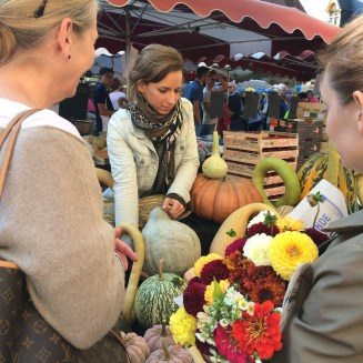Buying gourds