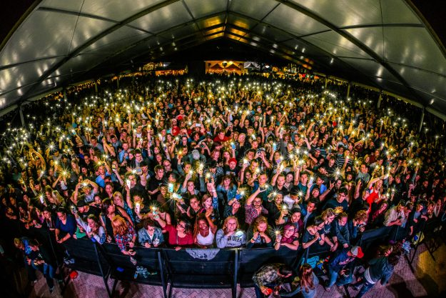 Main stage crowd 2016 GF