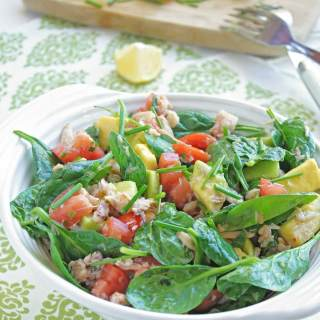 CRAB, AVOCADO, TOMATO AND SPINACH SALAD