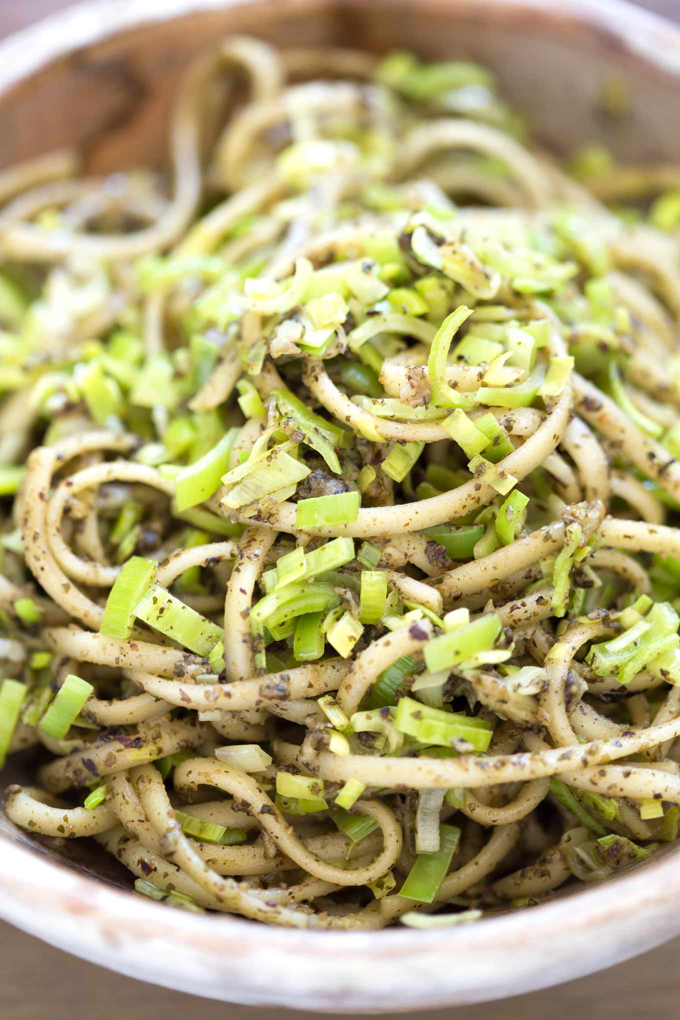 Leek and Pesto Fettuccine - easy, vegan recipe you can turn into a beautiful meal in only 15 minutes. Delicious and budget friendly.
