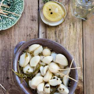 HOW TO PICKLE GARLIC