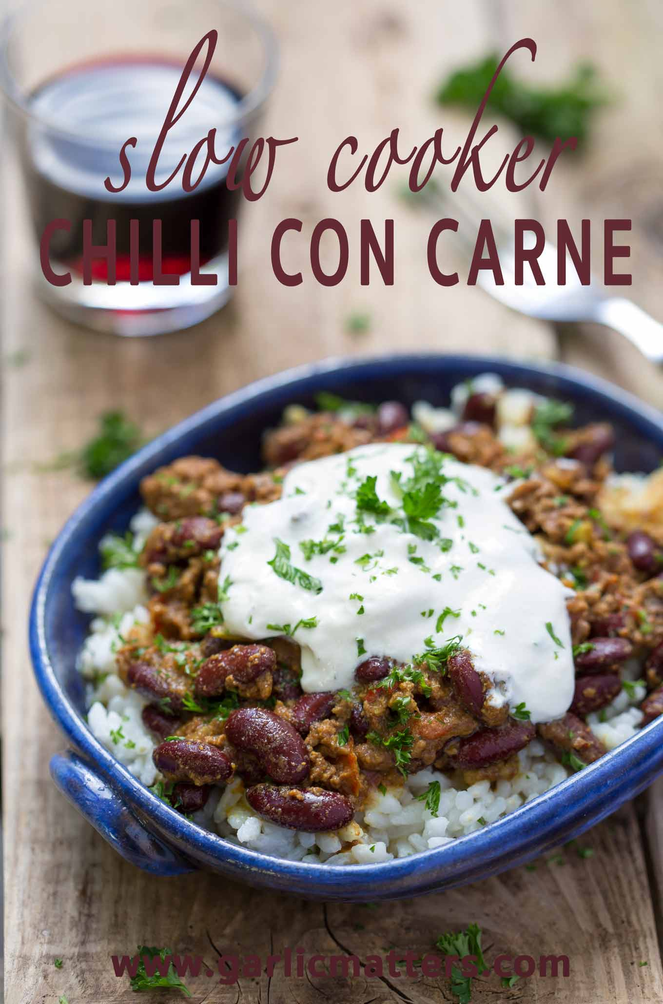 Slow Cooker Chilli Con Carne is a delicious winter-warmer recipe. Place all ingredients in the slow cooker and enjoy 4h later. So simple!