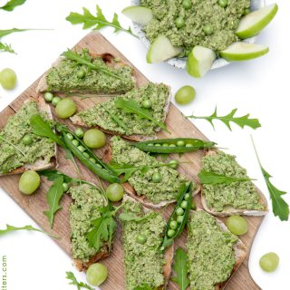 Delicious Fresh Pea Pesto - vegetarian, green and healthy. It takes only 5 minutes to make! It works great as a zingy dip or fresh sauce for pasta.