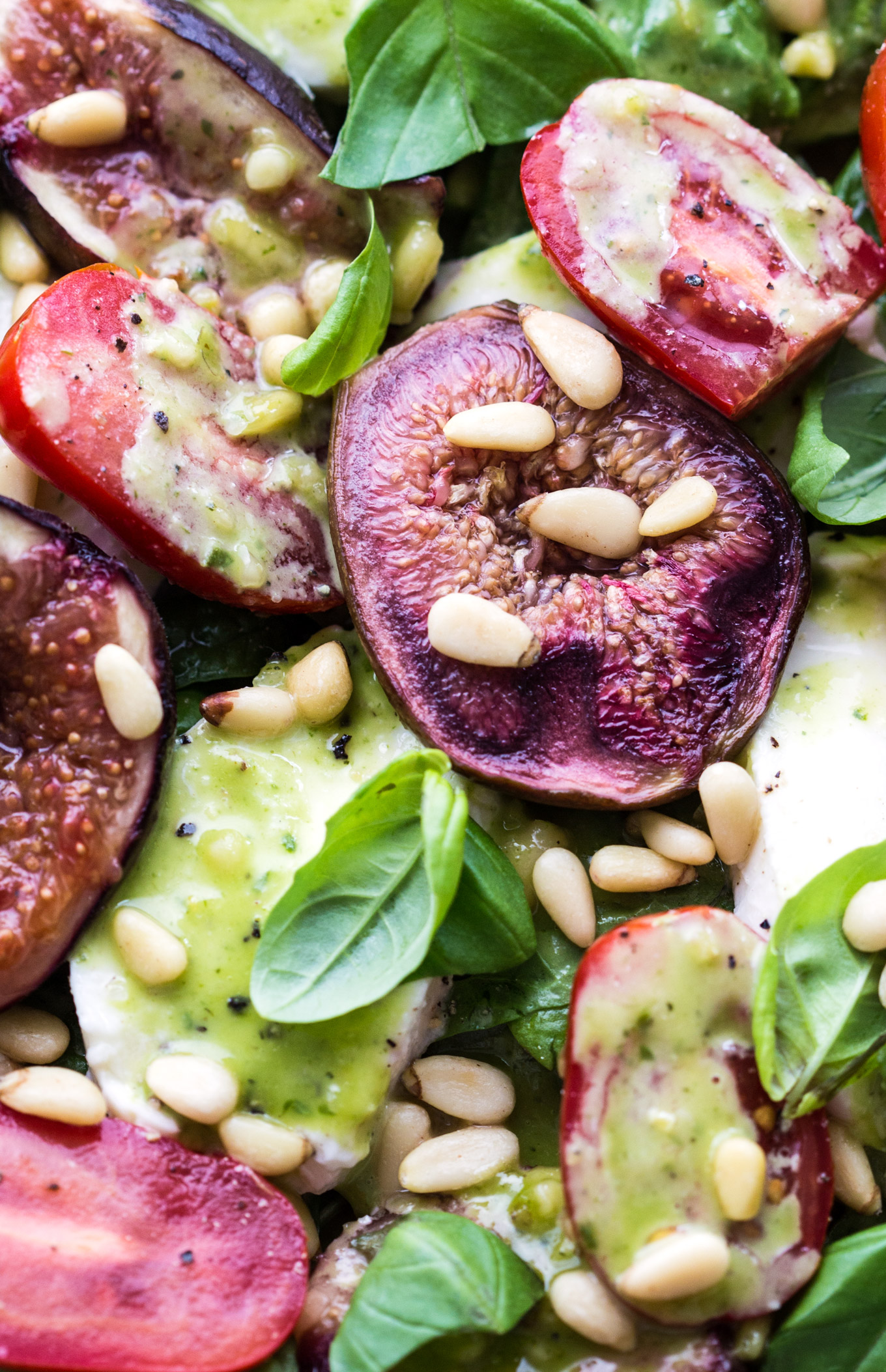 Baked Figs Caprese Salad with Honey Confit Garlic Dressing is an amazing, quick and easy main course recipe with beautiful dressing.