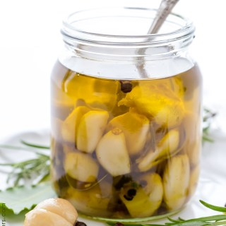 HOW TO MAKE DELICIOUS GARLIC CONFIT