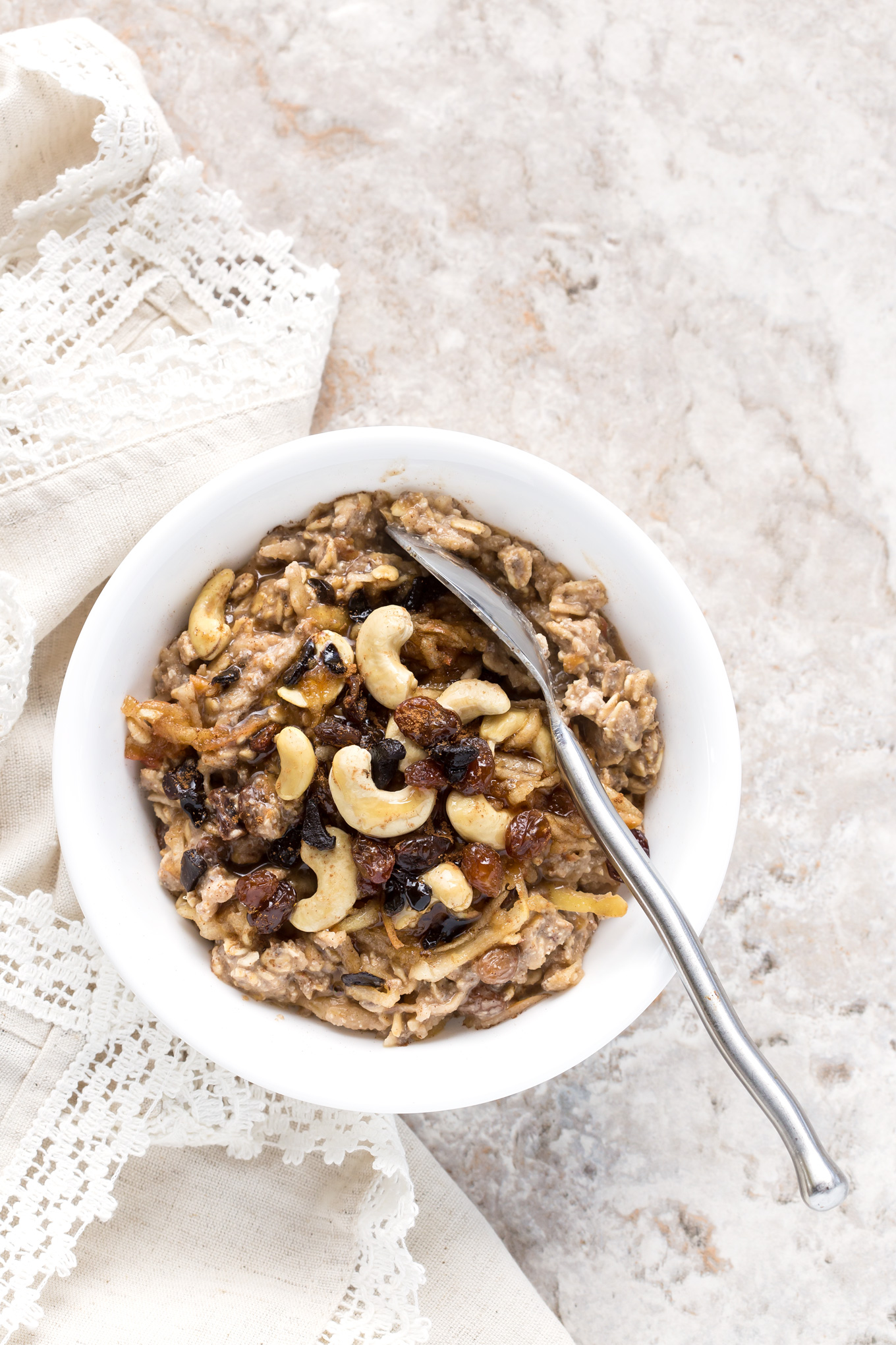 Cinnamon Apple Overnight Oats With Cashew Black Garlic Milk - gluten, dairy & refined sugar free breakfast. Delicious and vegan.