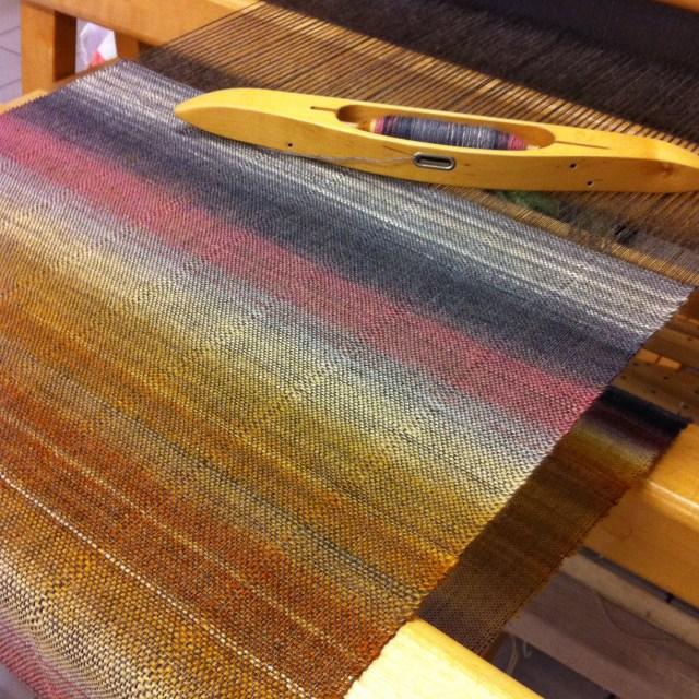 Tørklæde #1. Islæt: håndspundet BFL/silke / Scarf #1. Woven with handspun BFL/silk