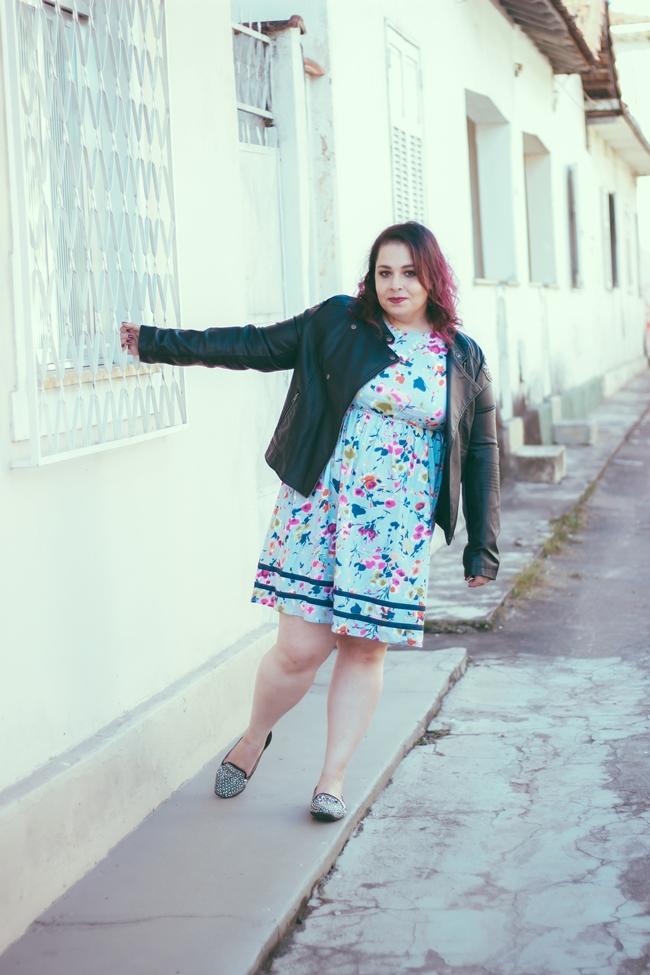 jaqueta-de-couro-vestido-floral