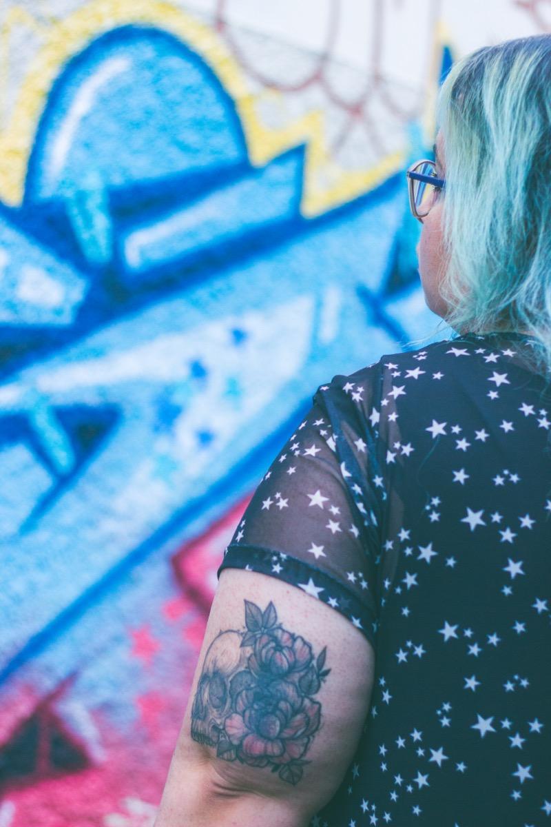 Tatuagem em pele com queratose Pilar