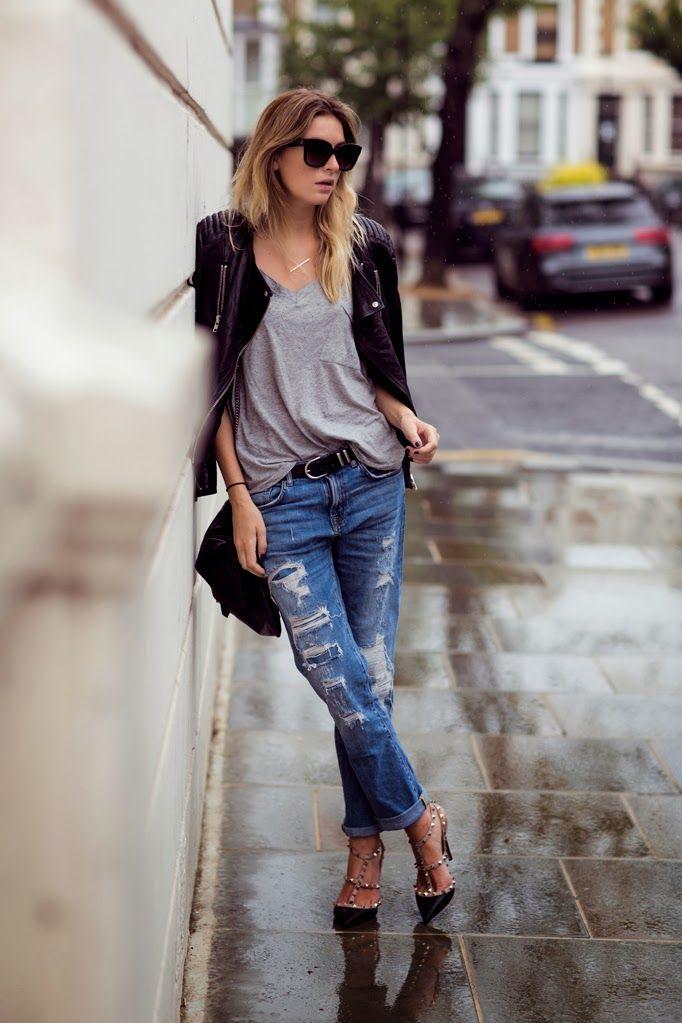 jeans rasgado camiseta cinza