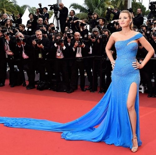 -blake-lively-versace-azul