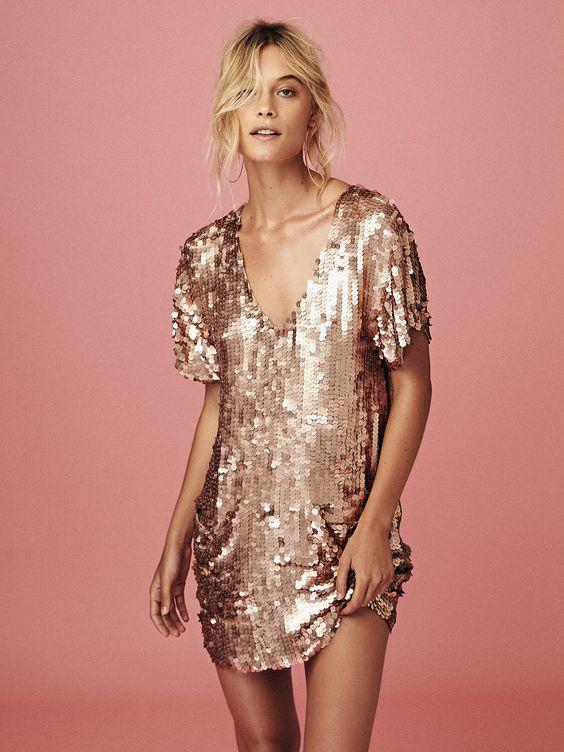vestido-lantejola-dourado-curto-reveillon