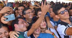Flávio Dino mantém alta popularidade, apesar da crise