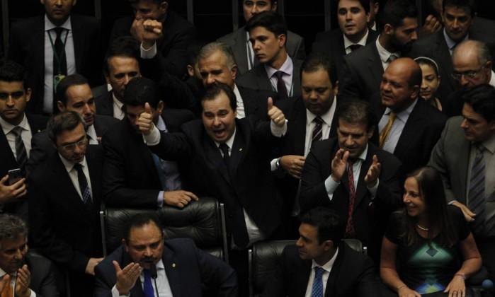 O deputado Rodrigo Maia (DEM-RJ) comemora sua eleição para presidente da Câmara - Jorge William / Agência O Globo / 14-7-2016