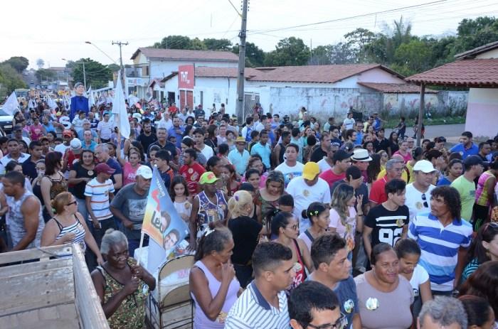 Cerca de seis mil pessoas acompanhou o prefeito Léo Coutinho pelas ruas da Cohab