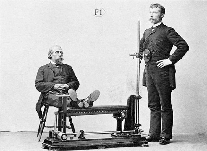 Inicialmente, Zander desenvolveu uma máquina para cada tipo de exercício que pretendia recomendar aos seus pacientes - Foto: Reprodução