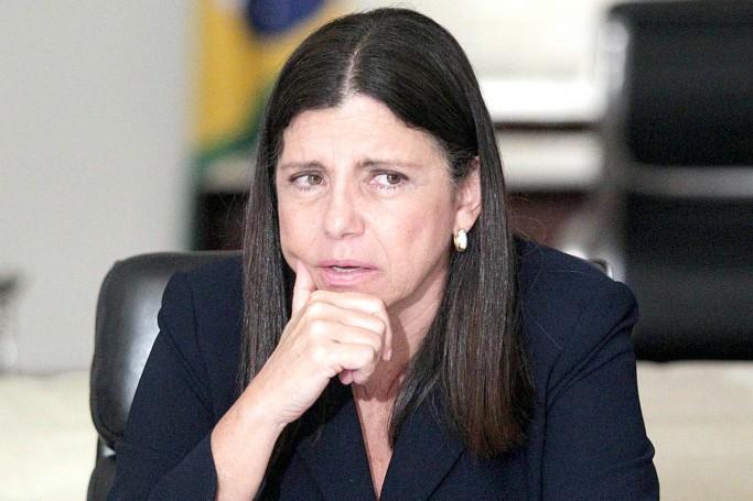 A ex-governadora Roseana Sarney se faz de vítima e lança nota transformando arquivamento em atestado de inocência