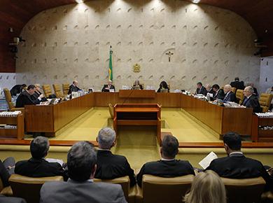 Réus em ação penal não podem substituir presidente da República, decide STF
