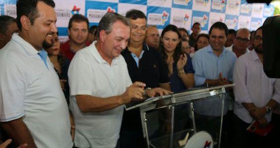 Luis Fernando e Flávio Dino assinam ordem de serviço para recuperação das MA's 201 e 202