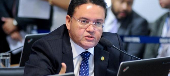 Rocha justifica voto na reforma trabalhista à ideologia carcomida do PSB e obediência ao povo que o elegeu