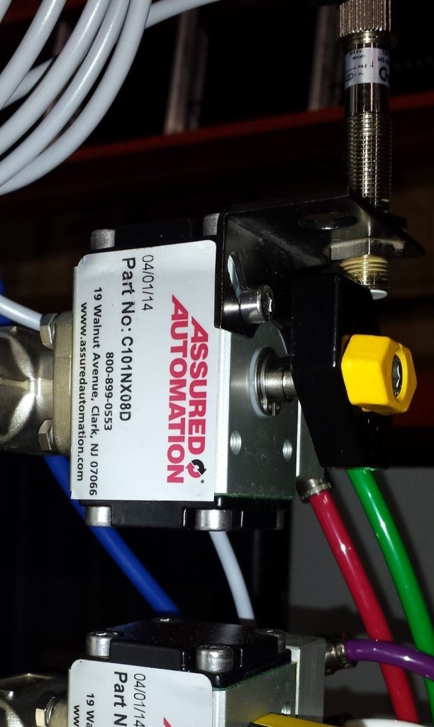 The VM1-A0-1H Proximity Sensor fitted to the Glue On/Glue Off Ball Valve