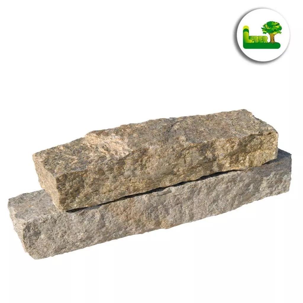 Gartenmauer mit dem Naturstein Luserner Gneis. So sehen einzelne Steine im Detail aus. -gartenleber