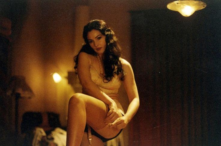 Кадр из фильма «Малена» с Моникой Белуччи