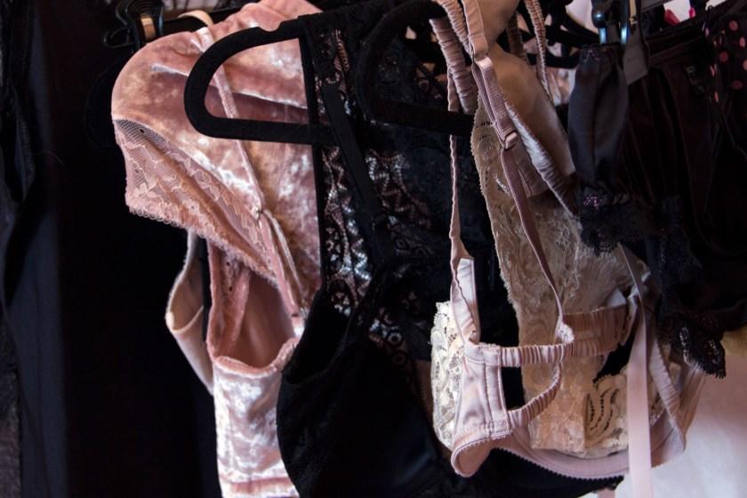 Рубрика «Будуарный гардероб» в журнале GB {Garterblog.ru}. Героиня – психолог Надежда Сологубова.