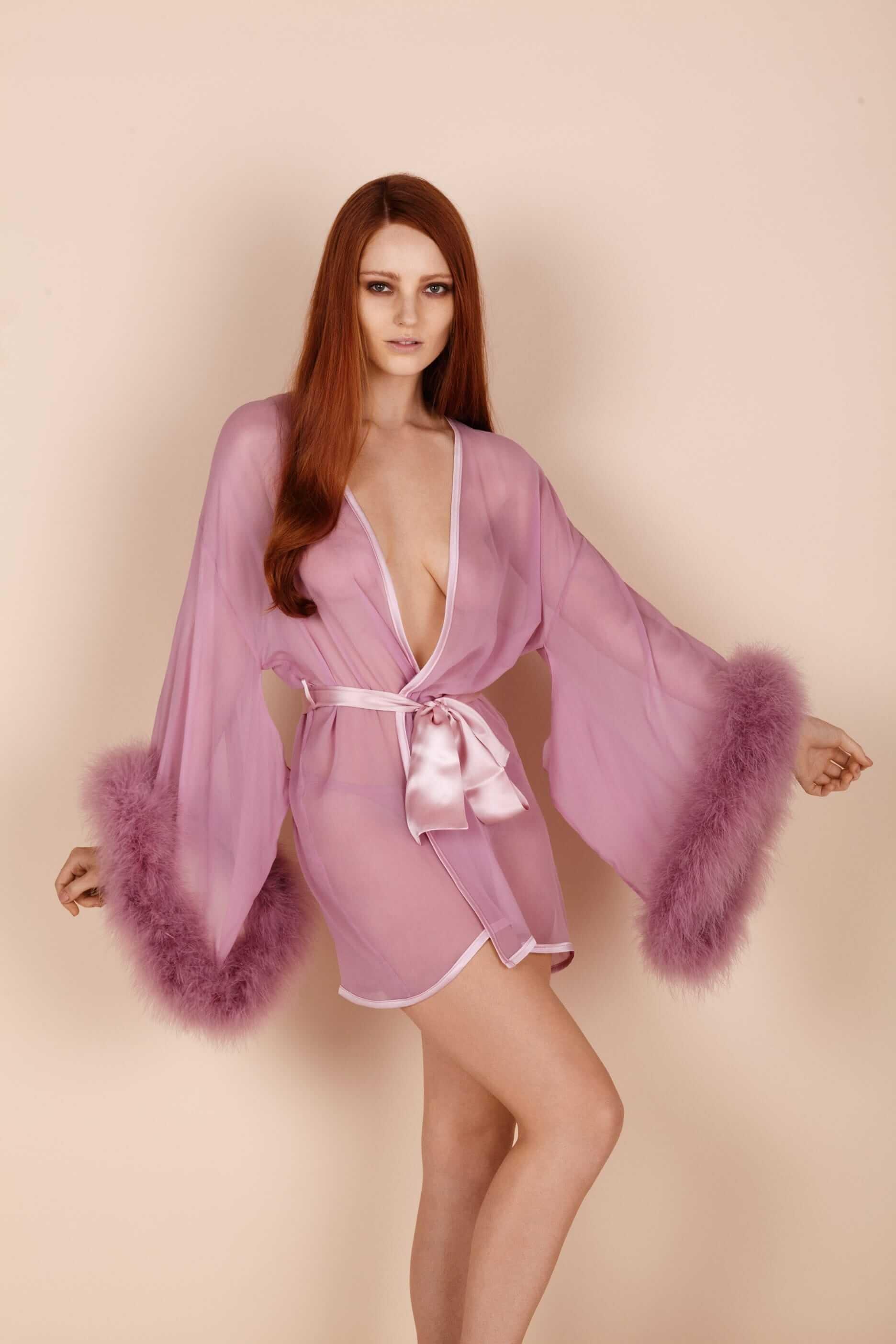 Где искать будуарную одежду со страусиными перьями и перьями марабу. Халат с перьями марабу от английского бренда Gilda & Pearl
