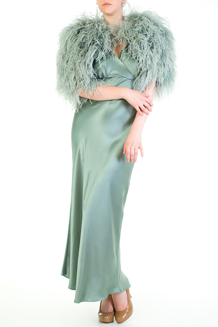 Где искать будуарную одежду со страусиными перьями и перьями марабу. Кейплет Vivienne со страусиными перьями Serena от английского бренда Harlow & Fox
