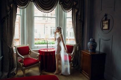 E.L.F. Zhou London выпустил свою первую линейку свадебного нижнего белья