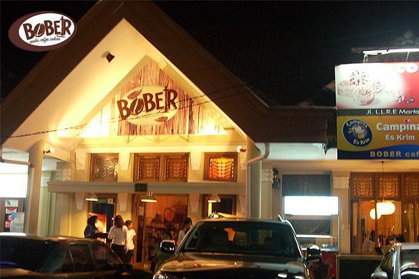 6 Tempat Wisata Kuliner di Bandung yang Beroperasi 24 Jam