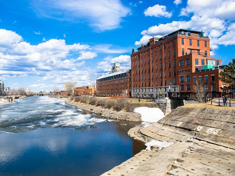 lovely spring day on the Lachine Canal