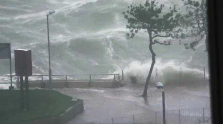 mangkhut-crash-beside-during-typhoon-promenade-ferry_76c6ecaa-b9b9-11e8-ab60-f008577e130d