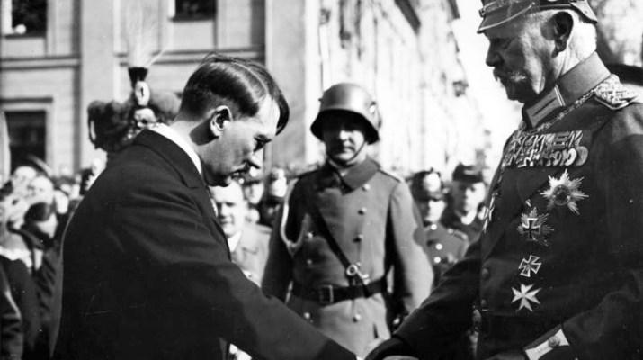 Bundesarchiv_Bild_183-S383242C_Tag_von_Potsdam2C_Adolf_Hitler2C_Paul_v._Hindenburg