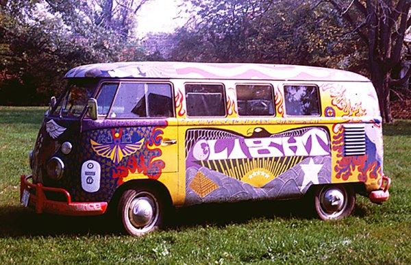q12 5 - 50 anos do Festival de Woodstock, muito rock, paz, amor e carros.