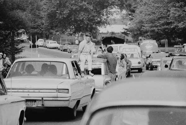 q4 7 - 50 anos do Festival de Woodstock, muito rock, paz, amor e carros.