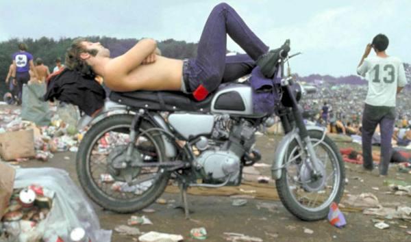 q5 8 - 50 anos do Festival de Woodstock, muito rock, paz, amor e carros.