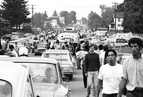 q7 5 - 50 anos do Festival de Woodstock, muito rock, paz, amor e carros.