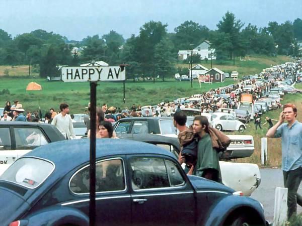 w12 1 - 50 anos do Festival de Woodstock, muito rock, paz, amor e carros.