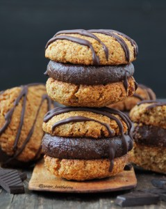 Crumbly cookie sandwiches with choc filling